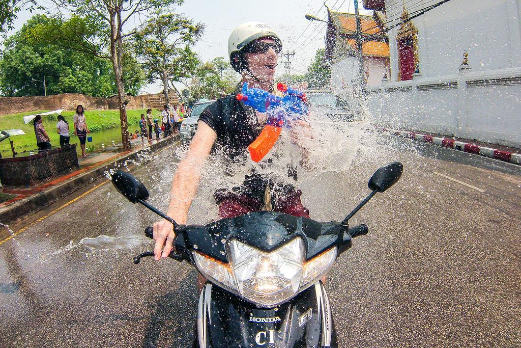 جشن آب در چیانگ مای