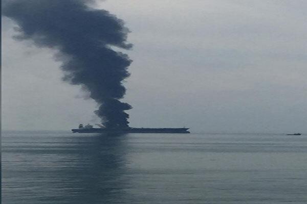 اعلام تلفات آتش سوزی نفتکش در آب های امارات پس از 5 روز