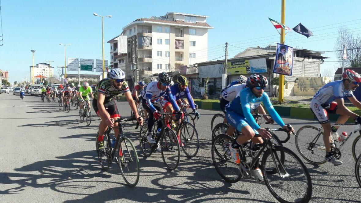 خبرنگاران بی احتیاطی زنجیر مرگ دوچرخه سواران