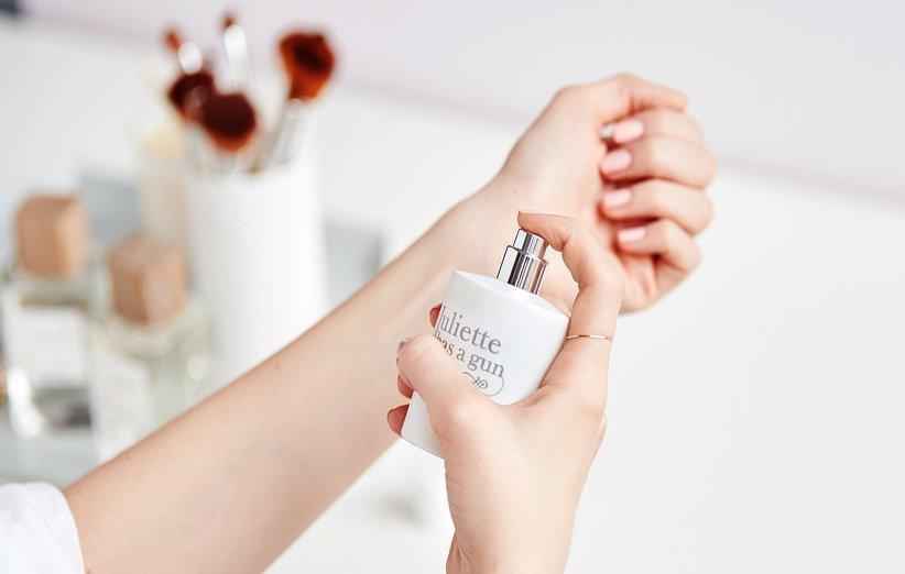 15 روش برای بیشتر کردن ماندگاری بوی عطر و ادکلن