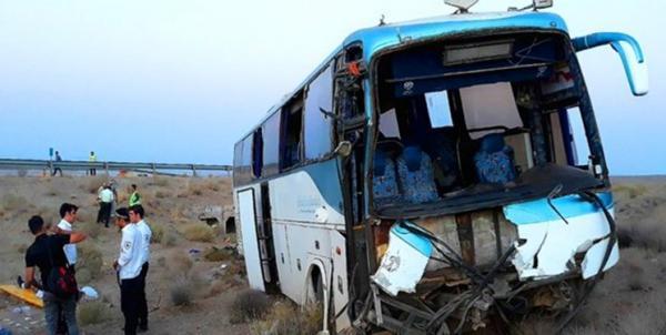واژگونی اتوبوس در گرمسار، 14 نفر مصدوم شدند