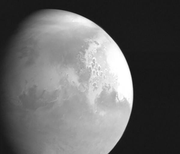 مریخ نورد چین اولین تصویر از این سیاره سرخ را ارسال کرد
