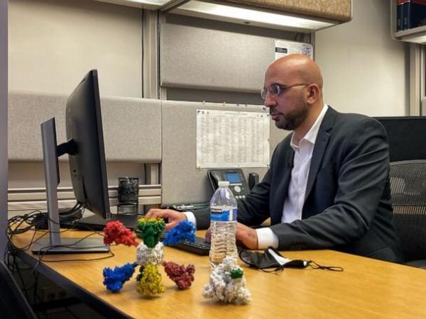 دانشمند ایرانی قوی ترین واکسن کرونا را می سازد